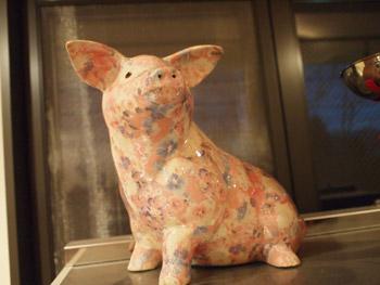 福豚工房ショップ花柄の豚